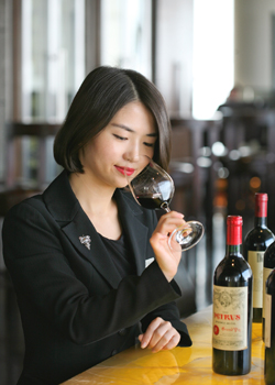 li-meiyu-was-accredited-with-an-advanced-sommelier-status-by-the-court-of-master-sommelier-in-2014-a-step-closer-to-the-master-of-sommelier